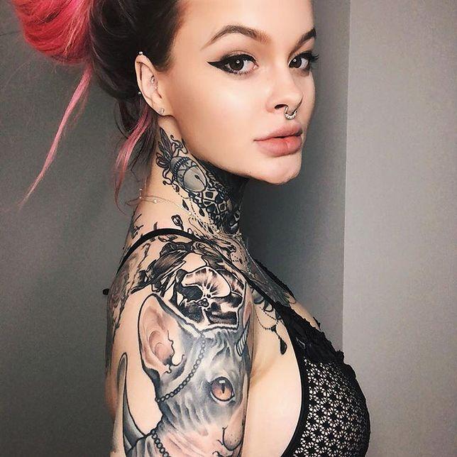 Wnuczka Millera poszła na drogi zabieg. Relację z salonu tatuażu pokazała fanom