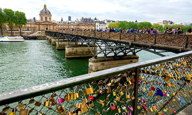 """Paryż - """"most zakochanych"""" zamknięty"""