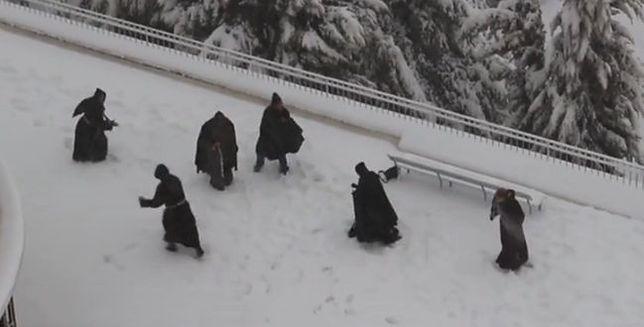 Zakonników walka na śnieżki