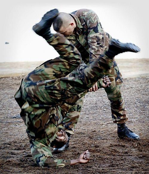 Pierwsze kobiety ukończyły morderczy wojskowy trening