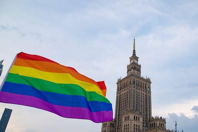 Warszawa. Nie będzie marszu w pierwszą rocznicę wielkiej demonstracji osób LGBT. Organizacje zrzeszające aktywistów tych środowisk i osoby wspierające apelują o znak solidarności w przestrzeni internetowej