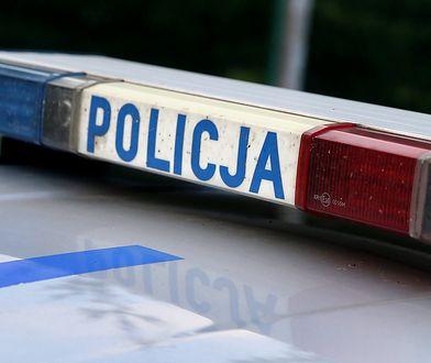 Warszawa. Atak na oczach policji. Uderzył kobietę