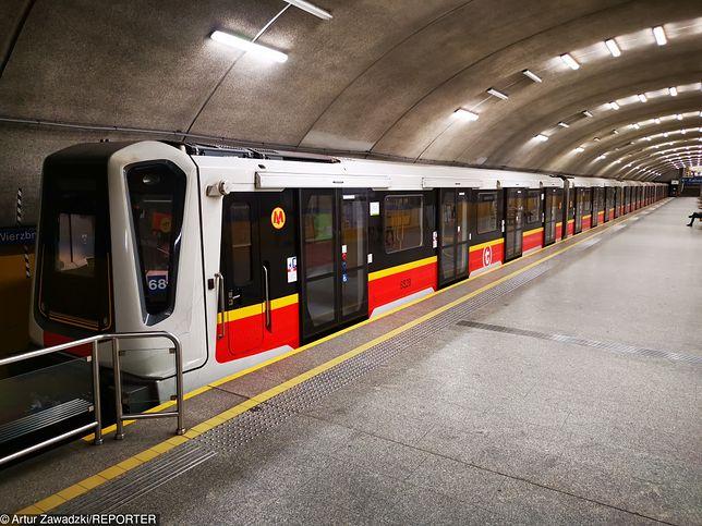 Warszawa. Ewakuacja trzech stacji metra w centrum miasta