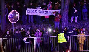 Kary dla protestujących przed Senatem. Zajmie się nimi sąd
