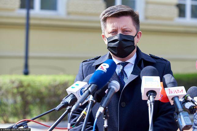 Michał Dworczyk zapowiedział opóźnienia w wykonywaniu szczepień powszechnych. Rejestracja ma się jednak odbyć planowo
