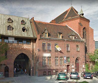 Ośrodek wychowawczy prowadzony jest przez zakonnice ze Zgromadzenia Sióstr Matki Bożej Miłosierdzia we Wrocławiu