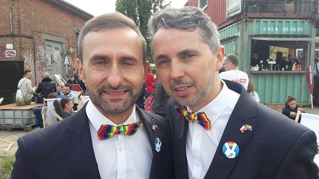 Od lewej: Michał Niepielski i Wojciech Piątkowski tuż po humanistycznym ślubie w Gdańsku