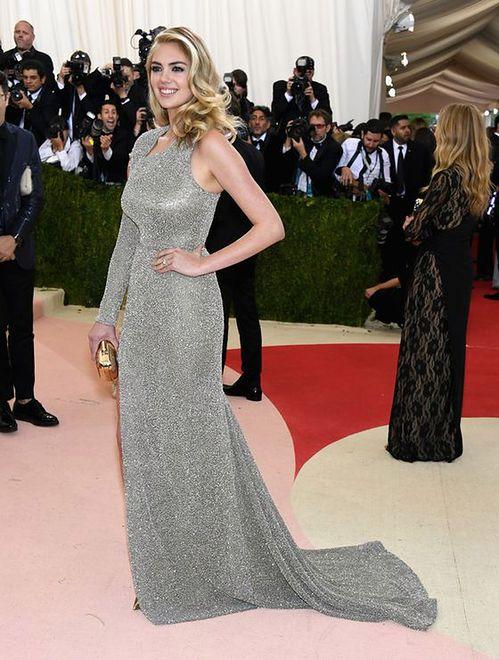 Modelka pochwaliła się pierścionkiem na MET Gala