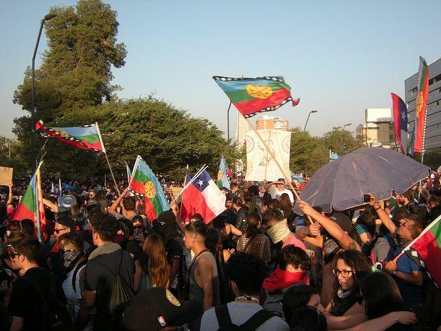 """""""Nie jesteśmy Szwajcarią Ameryki Południowej. Żądamy reform"""". Mieszkańcy Chile chcą natychmiastowych zmian"""