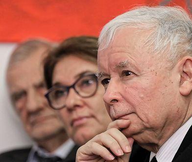 """Jarosław Kaczyński obawia się bycia lustrzanym odbiciem PO i przyklejenia PiS-owi łatki """"aferzystów""""."""