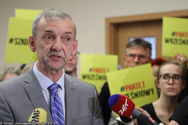 Przewodniczący ZNP Sławomir Broniarz ubolewa nad przeprowadzoną przez rząd reformą oświaty