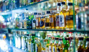 Łomianki - podmieniali etykiety na markowym alkoholu.