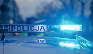 Policja radiowóz kogut policyjny na sygnale wypadek interwencja