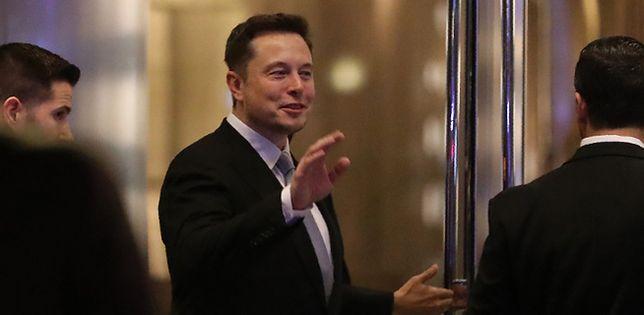 SpaceX wyśle dwóch turystów w podróż dookoła księżyca