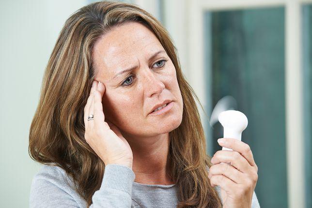 Uderzenie gorąca i wahania nastrojów. Menopauza w pracy