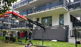 Warszawa. Na mężczyznę spadł balkon