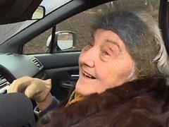 81-letnia Polka za kierownicą 300-konnego auta