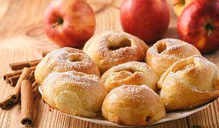 Drożdżowe bułeczki z musem z jabłek. Idealne dla dzieci do szkoły