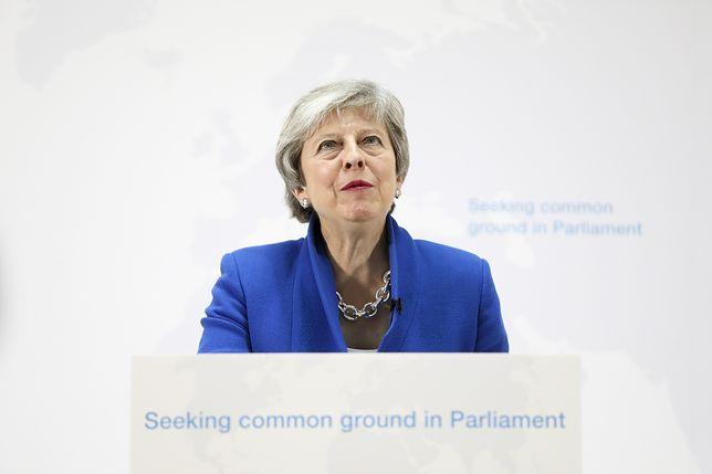 Theresa May próbowała rozwiązać problem brexitu. Jest jeszcze gorzej