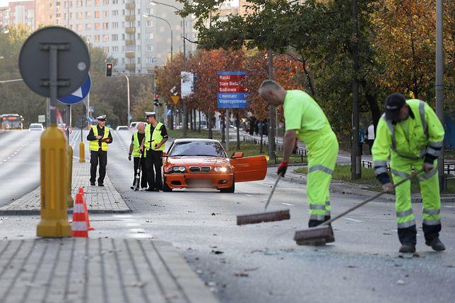 Warszawa. Świadek wypadku na Bielanach o kierowcy BMW: z całym impetem uderzył w mojego przyjaciela