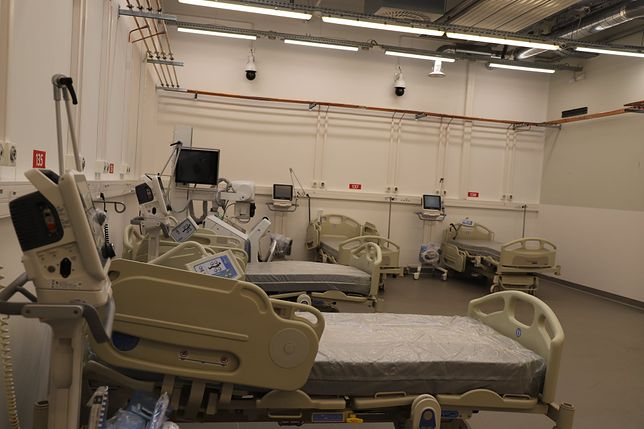 Śląskie. W szpitalach woj. śląskiego wolne pozostaje 798 miejsc dla chorych na COVID-19.