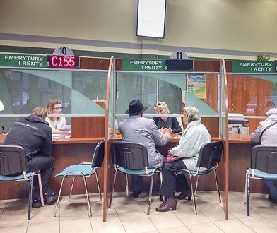 """""""13. emerytura""""? Emeryci widzą lepszy pomysł - najbiedniejsi mogliby zyskać 2 tys. zł rocznie"""