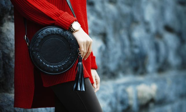 Dodatki na wiosnę 2020. Wybierz modne torebki i zegarki.