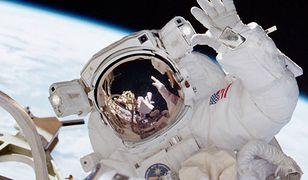 Członek załogi NASA w trakcie misji kosmicznej