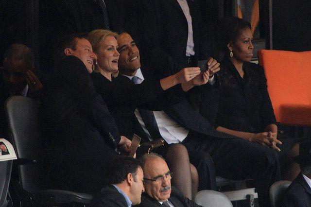 """""""Idiotyczne"""" zachowanie polityków na ceremonii pożegnalnej"""
