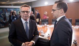 Niemiecki minister spraw wewnętrznych Thomas de Maiziere (po lewej) oraz niemiecki minister sprawiedliwości Heiko Maas (po prawej)