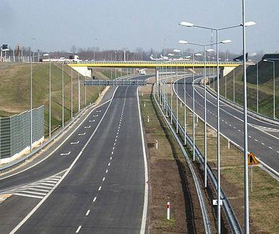 Czerwionka Leszczyny. Poranne utrudnienia na autostradzie A1, kolizja TIRa z 4 samochodami osobowymi