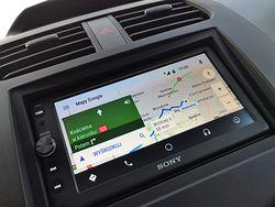 Sony XAV-AX100: sposób na Android Auto i Apple CarPlay w każdym samochodzie