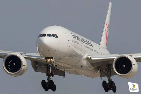 Boeing japońskich linii wylądował na płycie katowickiego lotniska