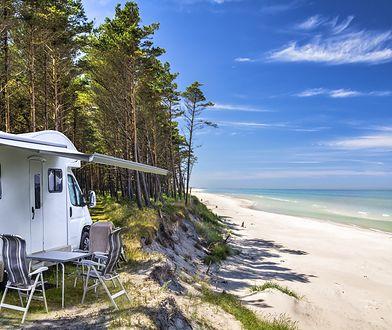 Wakacje nad Bałtykiem to jeden z pomysłów, jak spędzić urlop w Polsce