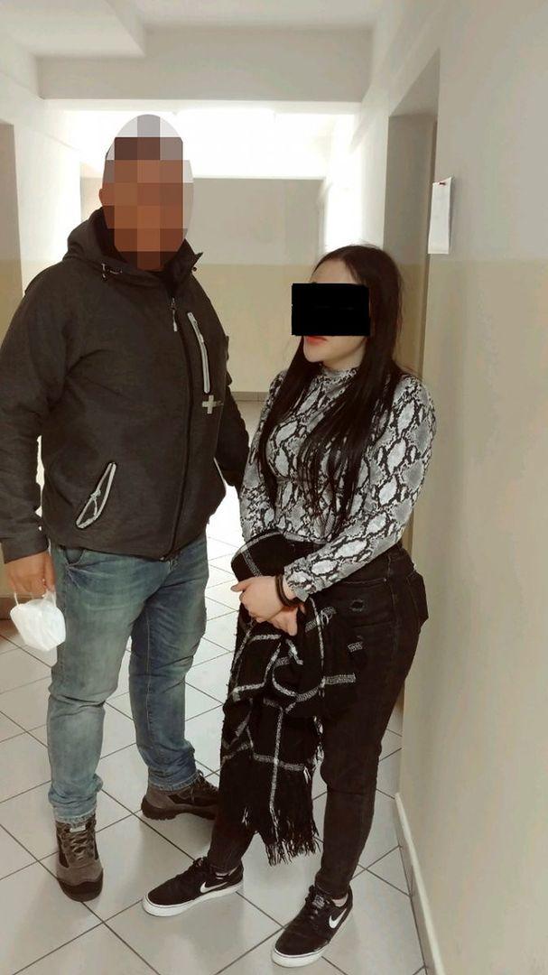 Policjanci z Żoliborza zatrzymali dwie kobiety, które okradły obywatela Indii, z którym na randkę umówiła się jedna z nich. Przy użyciu karty, którą znalazły w portfelu mężczyzny, zrobiły zakupy na kwotę ponad 2 tysiące złotych (Policja)
