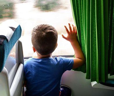 W podróży z nieokiełznanym dzieckiem każdy kwadrans ciągnie się jak godzina