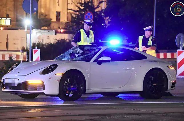 Warszawa. Kierował pojazdem, choć stracił prawo jazdy. Pod kołami jego porsche zginął niepełnosprawny mężczyzna. We wtorek prokuratura postawiła mężczyźnie zarzuty