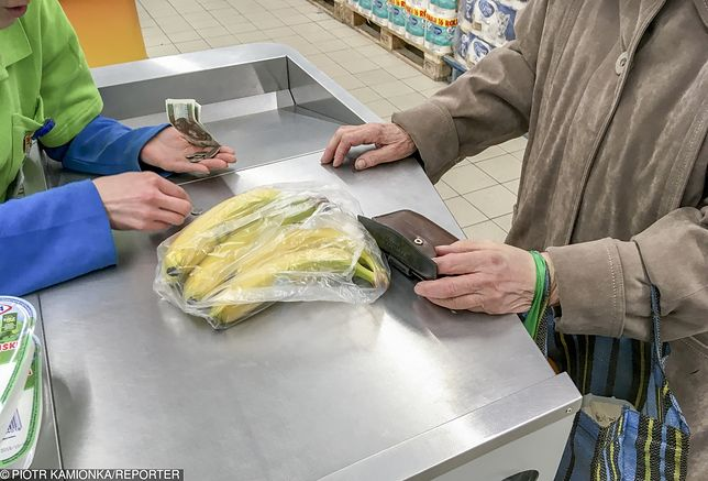 Stanowisko kasjera w sklepie samoobsługowym wielu osobom wydaje się mało atrakcyjnym zajęciem