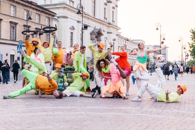 Performence znanej choreograf Anny Jujki odbył się w sobotni wieczór na ulicach Warszawy