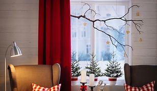 W pokoju – czy to w sypialni, czy domowym biurze – warto ustawić na parapecie ramki ze zdjęciami rodziny albo sezonowe rośliny