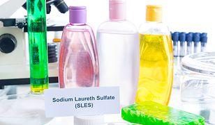 Producenci kosmetyków straszą nas substancjami, które są legalnie dopuszczone do użytku. Powód? Oczywiście pieniądze.