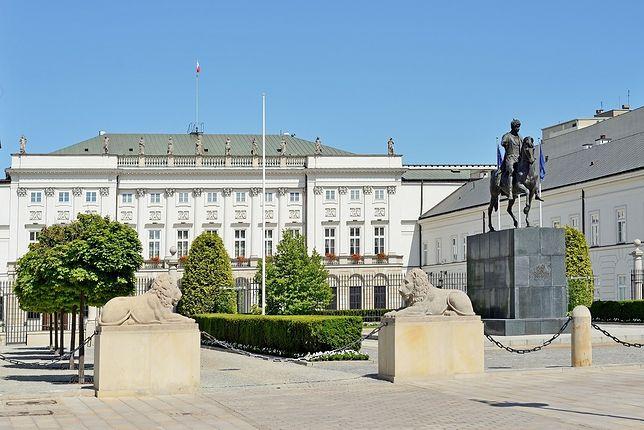 Pomnik smoleński jednak przed Pałacem? Miasto: Nie będziemy mieć nic do powiedzenia