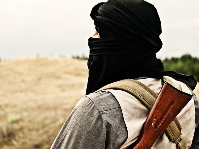 Hiszpańskie służby zatrzymały dżihadystę werbującego kobiety do IS
