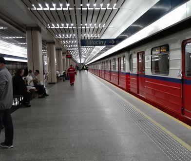 Przez jakiś czas metro kursowało z pominięciem niektórych stacji