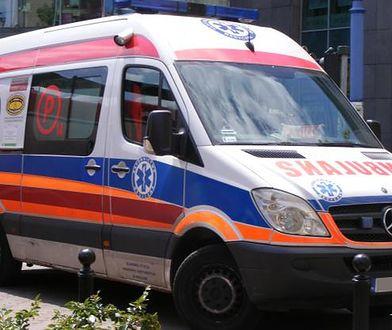 Kierowca pomylił hamulec z gazem i wjechał w matkę z dzieckiem. Trafili do szpitala