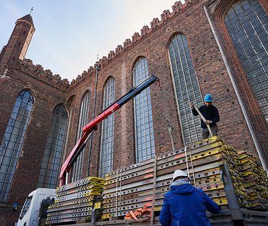 W Niemczech nie burzy się zabytkowych kościołów. Na fot. remont bazyliki Mariackiej w Gdańsku.