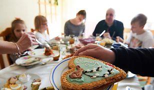 Wzięliśmy pod lupę świąteczne ciasta od Biedronki. Zaskakujące rezultaty