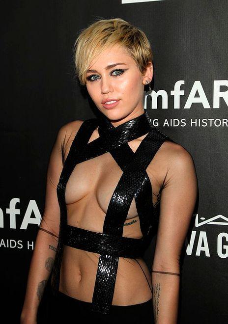 """Miley Cyrus: """"Czułam się jak chłopak"""""""