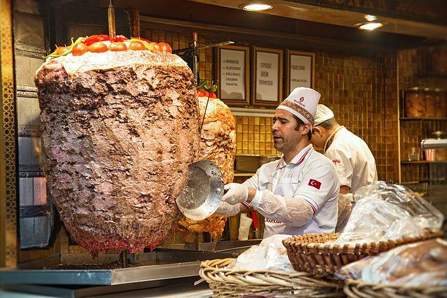 Kebab to potrawa wymyślona w XIX w. przez İskendera Efendi z miasta Bursa
