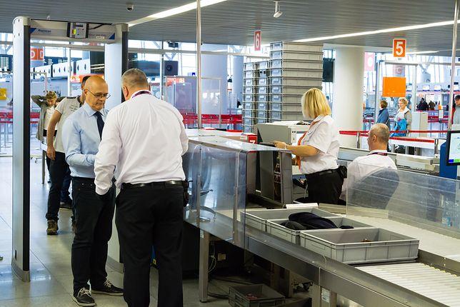 Lotnisko – jak przejść kontrolę bezpieczeństwa z napojem?